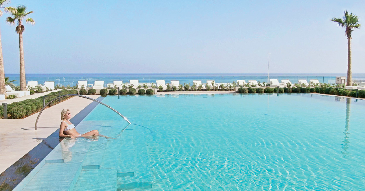 02-relaxing-at-the-pool-at-white-palace-during-the-perfect-summer-day