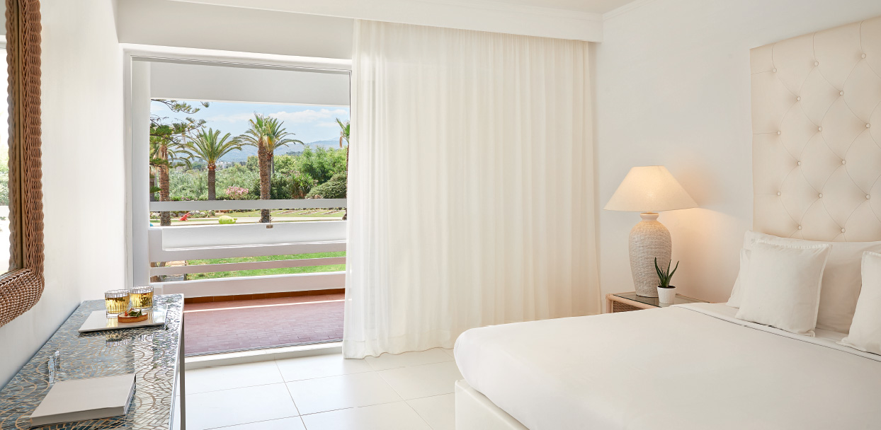 Family-Accommodation-in-Crete-White-Palace-Greece