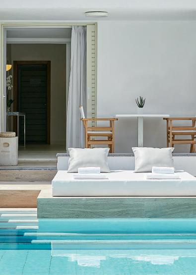 Swim-Up-Family-Guestroom-Lux-me-White-Palace