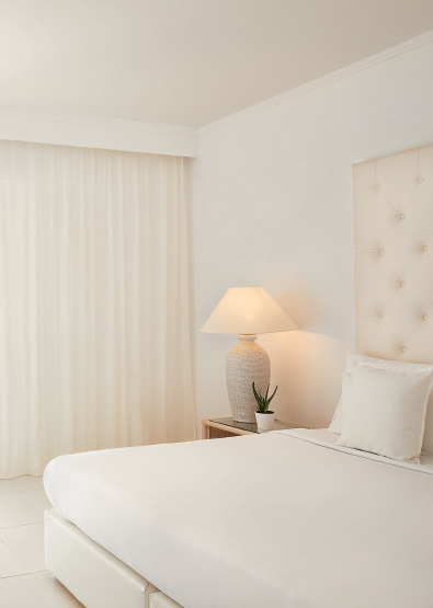 White-Palace-Double-Guestroom-in-Crete