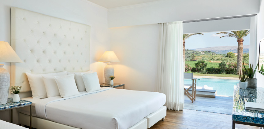 01-Accommodation-Swim-up-double-guestroom-white-palace-resort