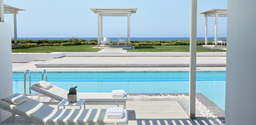04-Lux-me-Swim-Up-Bungalow-Sea-View-Sharing-Pool