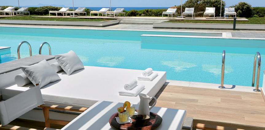07-Lux-me-Swim-Up-Bungalow-Sea-View-Sharing-Pool