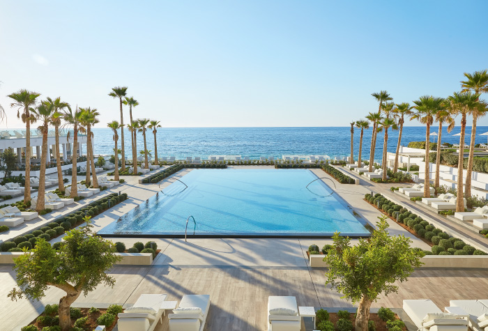 grecotel-white-palace-main-pool-with-sea-views-crete-holidays-in-five-star-resort