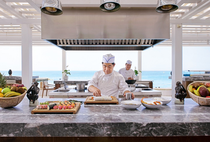 02-attention-in-detail-chefs-touch-asian-gastronomy-asia-white-restaurant