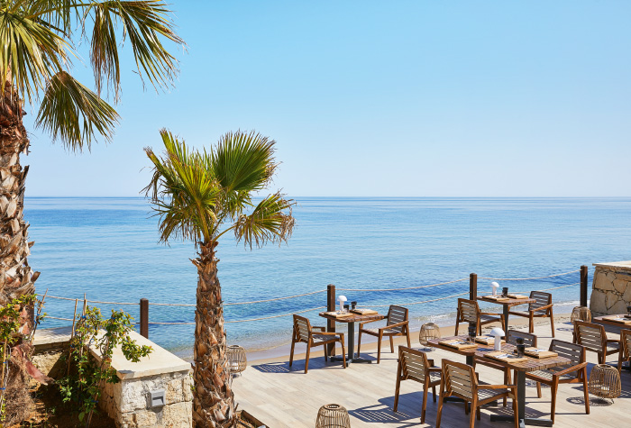 02-outdoors-dining-at-the-beachfront-asia-white-asian-gastronomy-grecotel-white-palace-in-greece