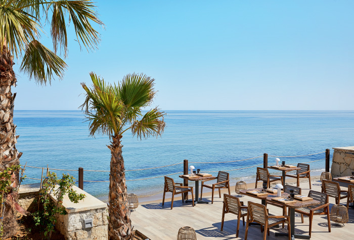 03-outdoors-dining-at-the-beachfront-asia-white-asian-gastronomy-grecotel-white-palace-in-crete