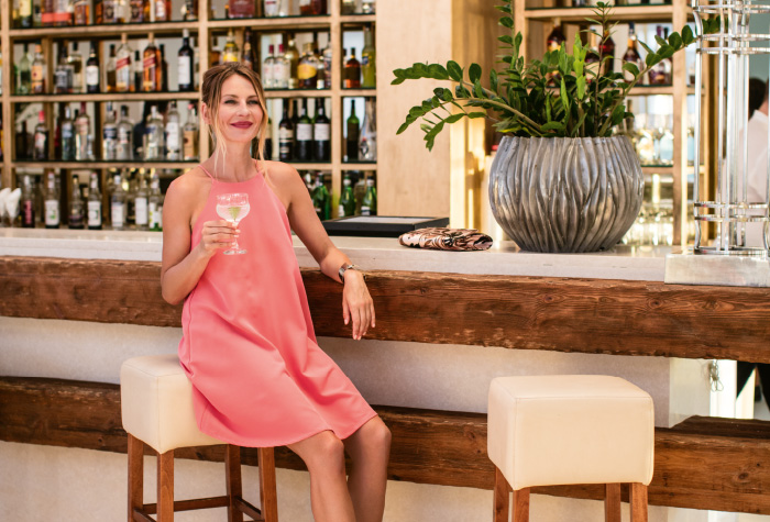01-unlimited-drinks-in-the-bars-of-grecotel-lux-me-white-palace-in-crete-all-inclusive-resort