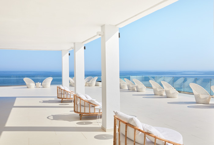 02-outdoors-lounge-in-the-bars-of-grecotel-lux-me-white-palace-in-greece-all-inclusive-resort