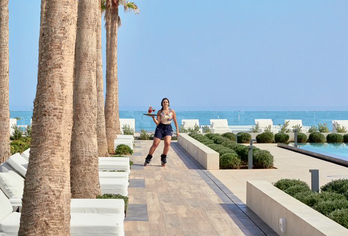 01-white-palace-snacking-in-crete-by-the-pool