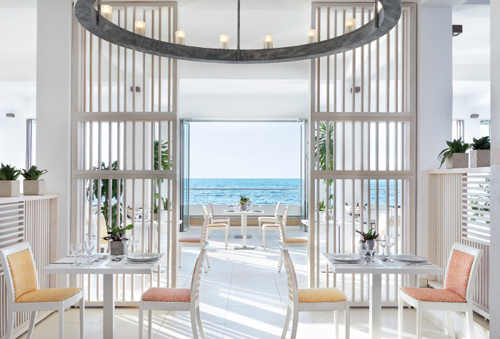01-all-day-dining-ventanas-il-mar-restaurant-in-white-palace-resort-in-greece