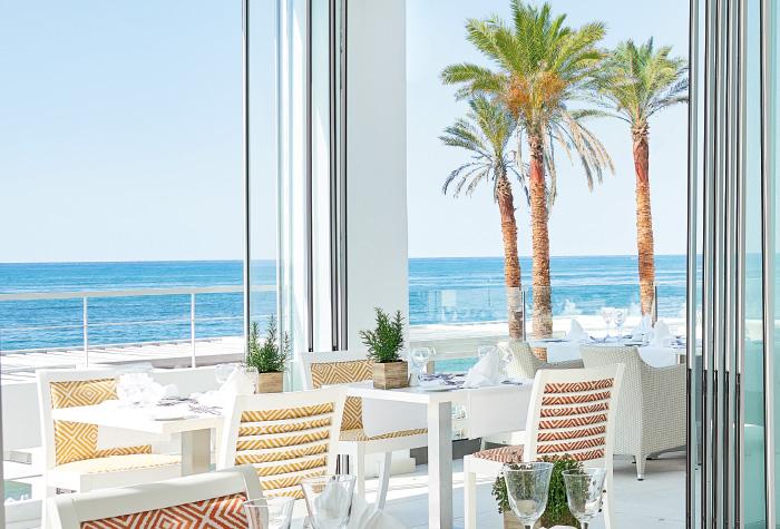 02-lux-me-white-palace-ventanas-restaurant
