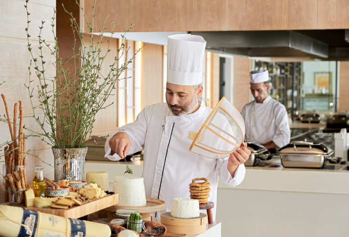 03-chefs-touch-ventanas-il-mar-buffet-in-grecotel-white-palace