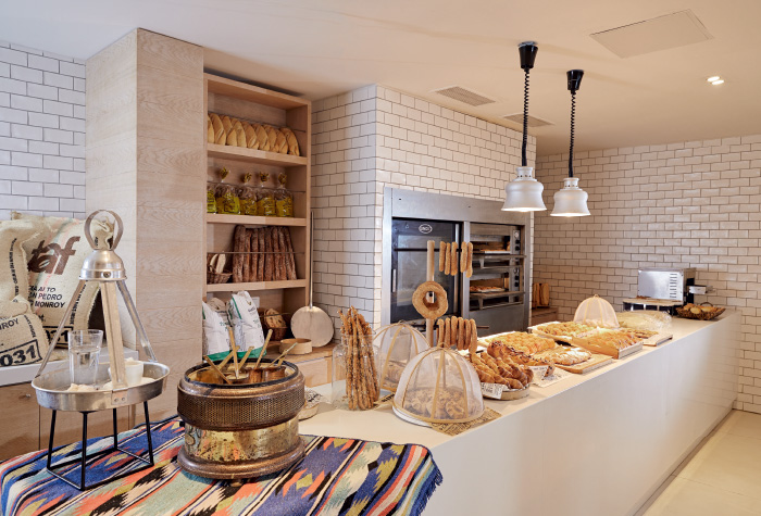 06-greek-coffee-and-snacks-in-ventanas-il-mar-restaurant