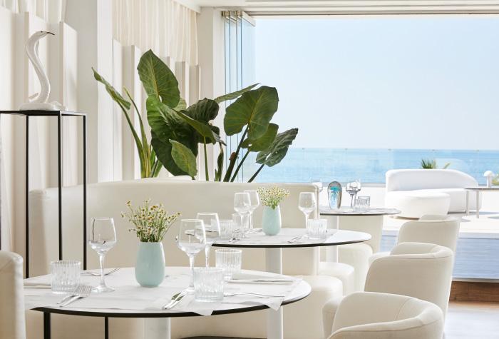 01-the-white-restaurant-in-grecotel-white-palace-lux-me-all-inclusive-resort-in-crete