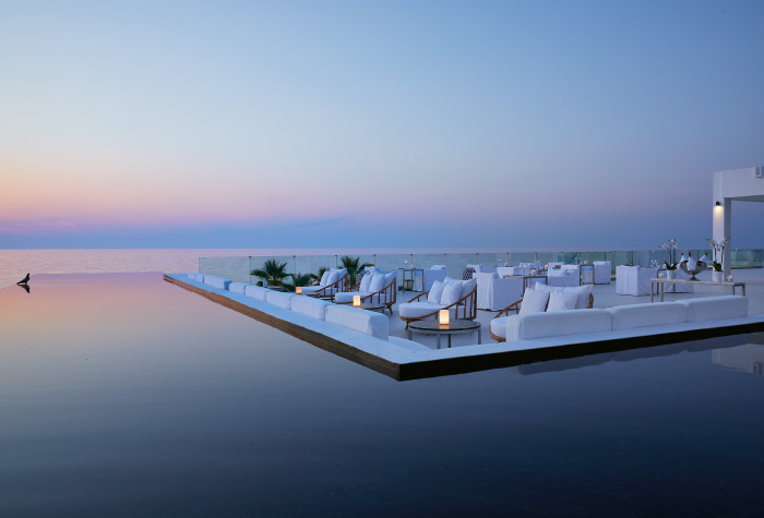 02-greek-sea-views-the-white-restaurant-in-grecotel-white-palace-lux-me-all-inclusive-dining-outdoors