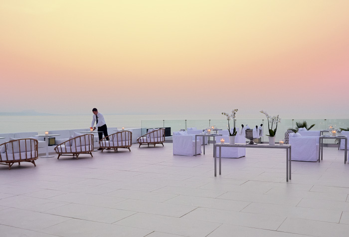 02-the-white-restaurant-in-grecotel-white-palace-during-the-dusk