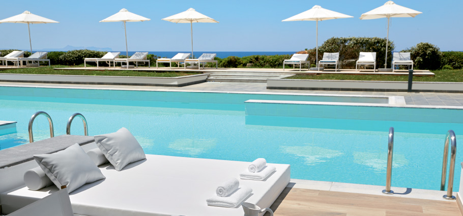 01-new-swim-up-rooms-with-pool-in-crete-grecotel-white-palace