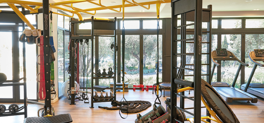 new-fully-equipped-fitness-center-in-white-palace-luxury-resort