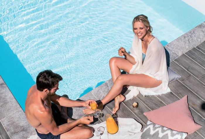 04-honeymoon-moments-by-the-pool-in-grecotel-white-palace-resort-in-crete