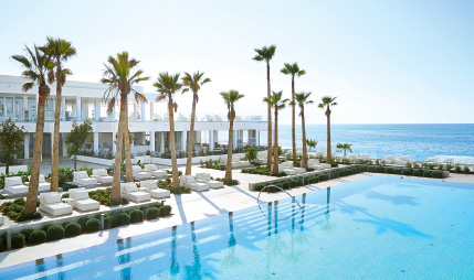 01-lux-me-white-palace-all-inclusive-resort-in-crete-with-amazing-big-blue-main-pool
