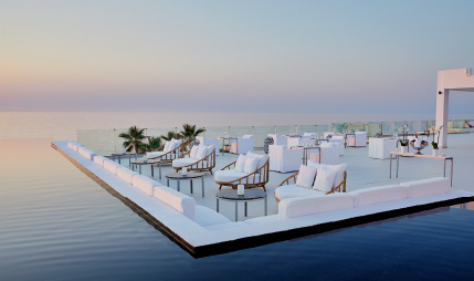 02-lux-me-white-palace-resort-restaurant-at-the-seafront