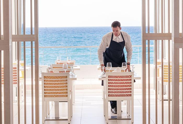 01-luxury-resort-dining-crete