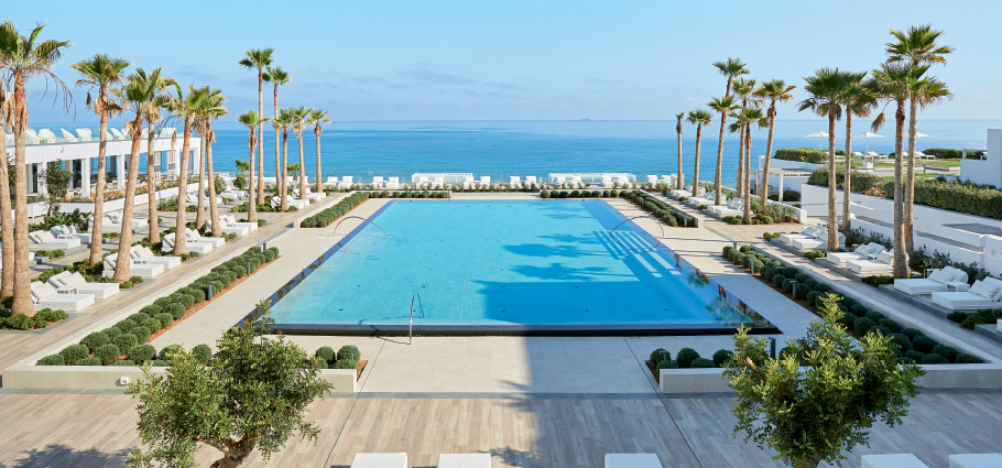03-new-main-pool-in-grecotel-white-palace-resort-in-greece-under-the-palms