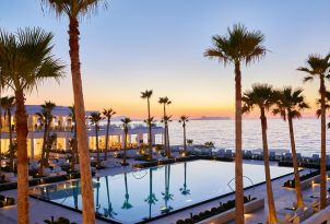 06-evening-at-the-pool-in-grecotel-white-palace-summer-holaidays-in-greece