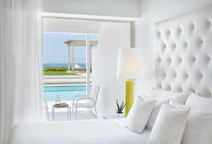 08-guestroom-in-grecotel-white-palace-chic-accommodation-suites-and-villas-selection
