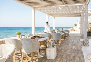 10-seaside-restaurants-white-palace-luxury-hotel