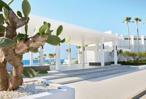 17-outdoors-decoration-and-gardens-of-grecotel-white-palace-in-rethymno-crete-holidays