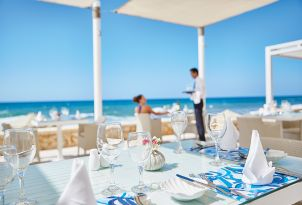 white-palace-beach-club-yalos-crete