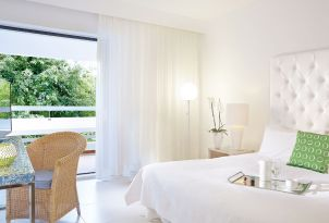 white-palace-luxury-guestroom-in-crete