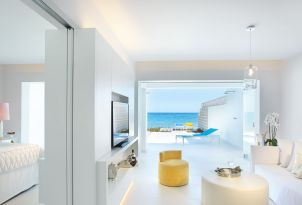 white-palace-luxury-guestroom-sea-view-in-crete