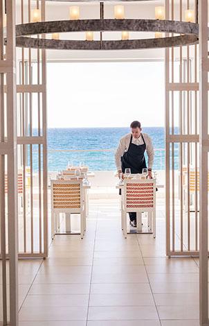 white-palace-luxury-resort-all-day-dining-and-wine-celar-mediterranean-buffet-restaurant-rethymno-crete