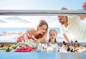 white-palace-luxury-resort-family-moments-in-creperie-gelateria