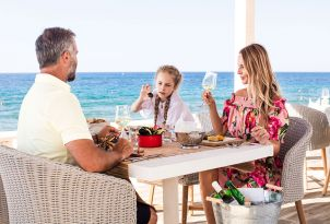 white-palace-luxury-resort-family-moments-taverna-greek-a-la-carte-restaurant