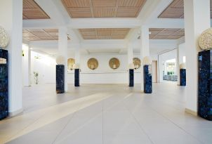 white-palace-reception-area-in-crete