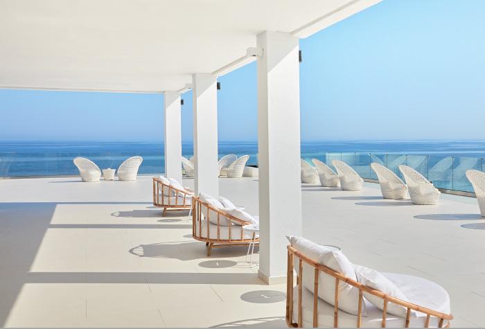 02-grecotel-lux-me-white-palace-lounging-sea-views-to-the-cretan-sea-greece-holidays