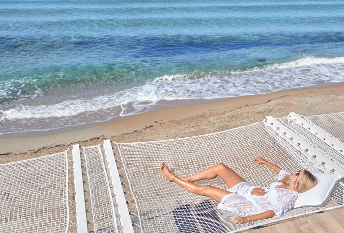 03-relaxing-in-grecotel-white-palace-by-the-sea-summer-vacation